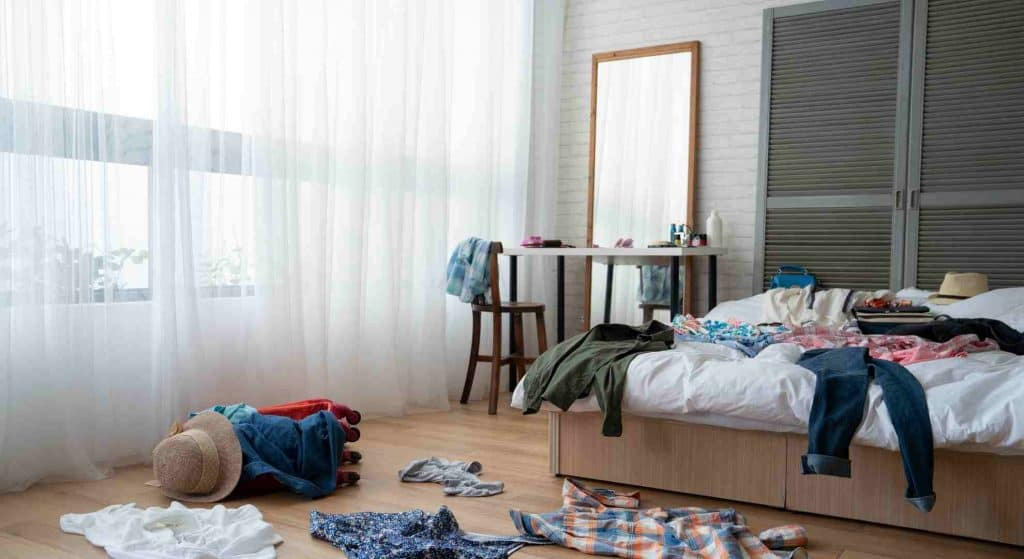 Clean up your room to improve fallen asleep naturally