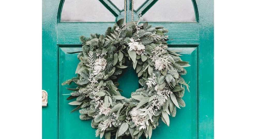 Easy DIY wreath for front door
